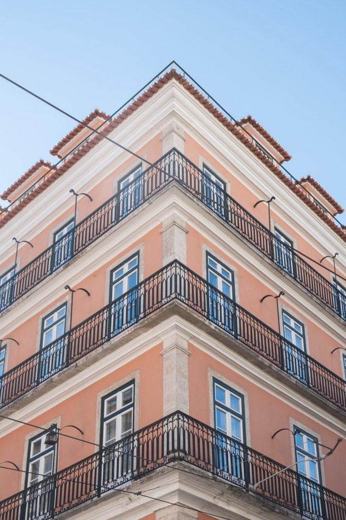 Roze gebouw in Lissabon