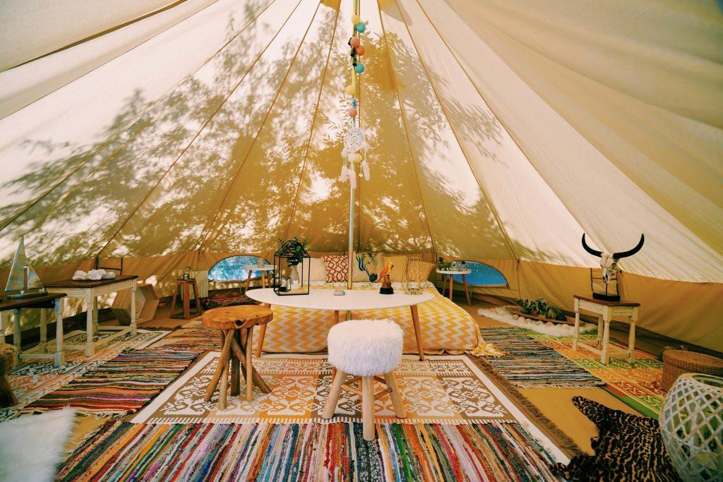 Mogelijkheden van kamperen op een glamping