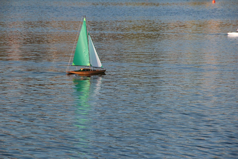 Zo vind je een toplocatie om te varen met je RC-boot