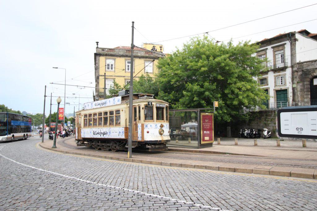 Authentieke Portugese tram in Porto