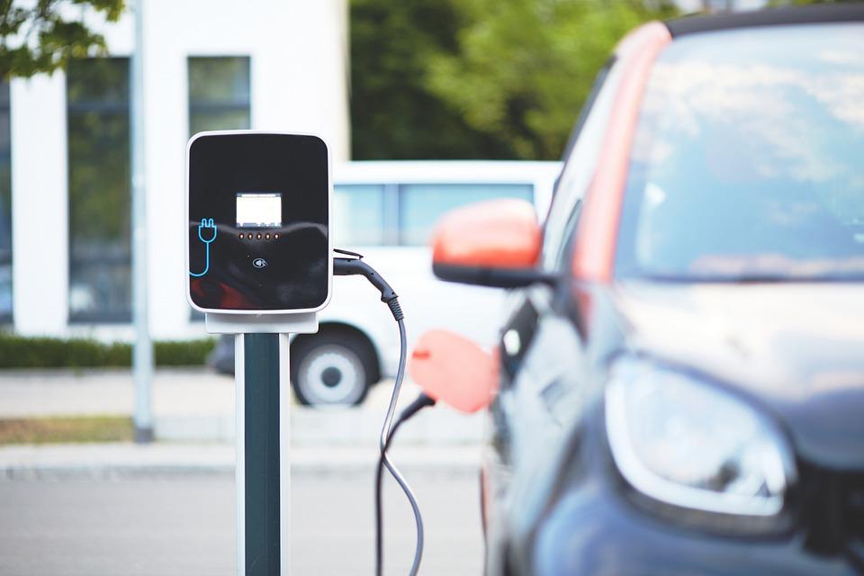 Met een elektrische auto op vakantie; waar moet je rekening mee houden?