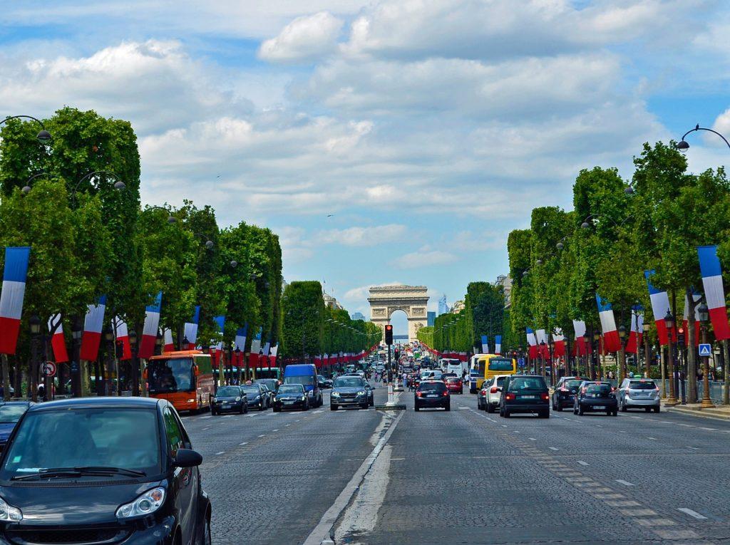 Met de auto naar Parijs: dit moet je weten!